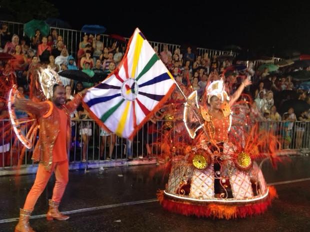 Mestre-Sala e Porta-Bandeira da Unidos da Diversidade (Foto: Kleber Pizzamiglio/RBS TV)