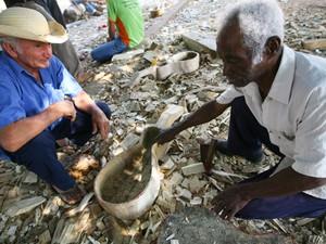 Modo de fazer viola de cocho é um dos patrimônios imateriais de Mato Grosso (Foto: Ednilson Aguiar/Secom-MT)