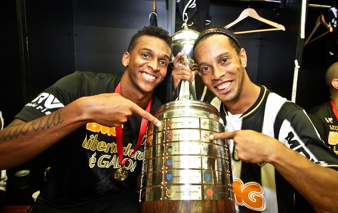 El Pais award Ronaldinho their King of America title, also announce South Americas best XI of 2013
