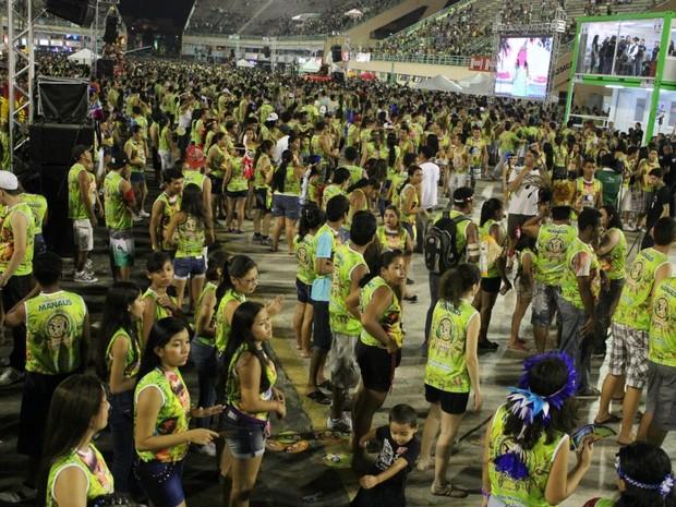 Segunda noite da festa reuniu 15 mil pessoas (Foto: Girlene Medeiros/ G1 AM)