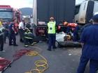 Batida empurra carro para baixo de carreta e casal de idosos morre em SC