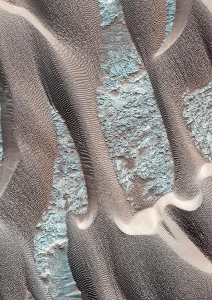 A região de Nili Patera é formada por cordilheiras e dunas que se movem rapidamente por causa do vento (Foto: Nasa)