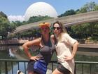 Valesca Popozuda e ex-BBB Ana Paula se divertem em parque nos EUA