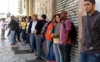 Paraná TV fila defensoria  (Foto: Reprodução/ RPC)