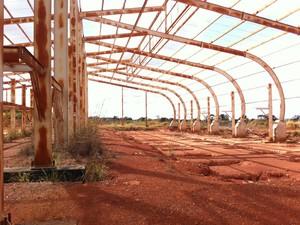 Estrutura abandonada na Asa Sul que faria parte do VLT (Foto: Gabriel Luiz/G1)