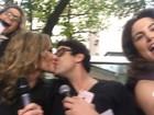 Tá rolando? Maria Melilo e Bruno De Luca dão selinho em programa na web