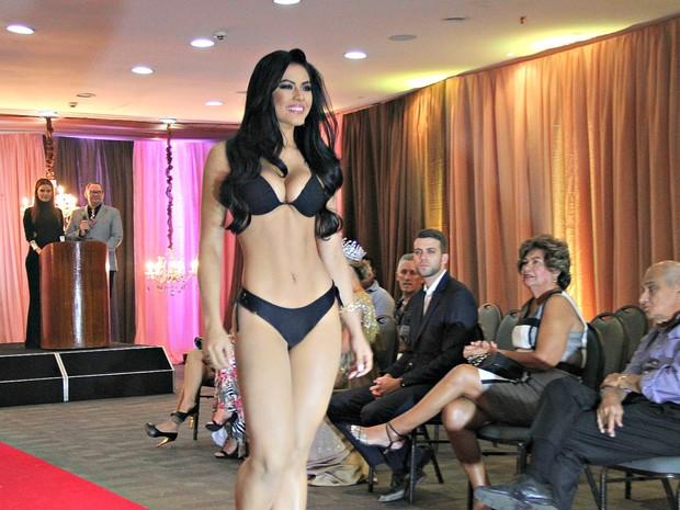 Brena Dianná desfila com traje de banho (Foto: Gabriel Machado/G1 AM)