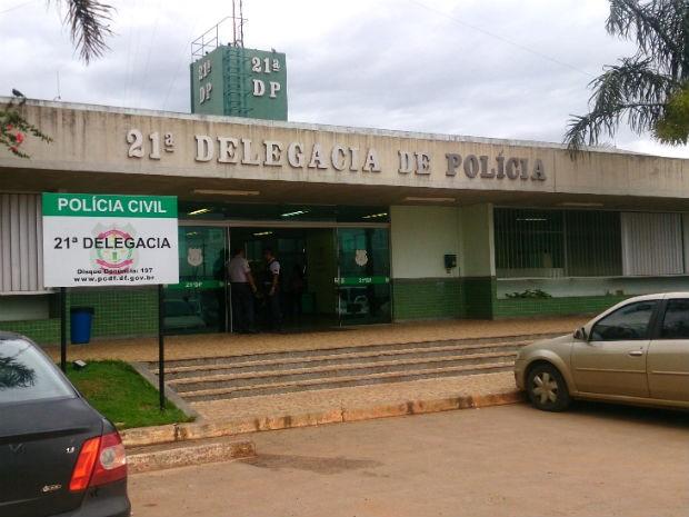 Fachada da 21ª Delegacia de Polícia, em Taguatinga Norte (Foto: Mateus Rodrigues/G1)
