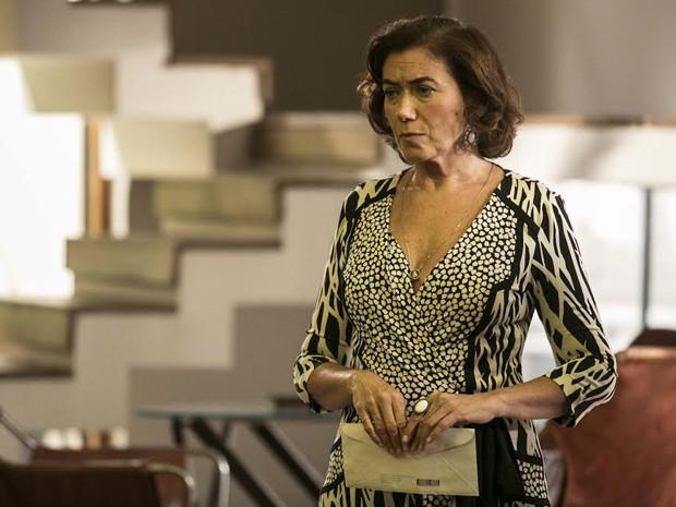 Marta se prepara para revelar resultado de DNA (Foto: Inácio Moraes/ Gshow)