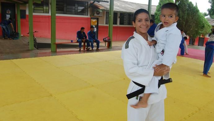 Pâmela Carla conta que foram 13 anos de caminhada (Foto: Rogério Aderbal)