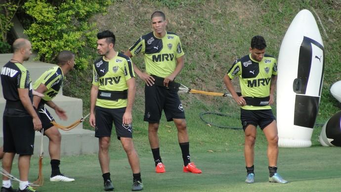 Grupo do Atlético-MG faz treino físico (Foto: Fernando Martins Y Miguel)