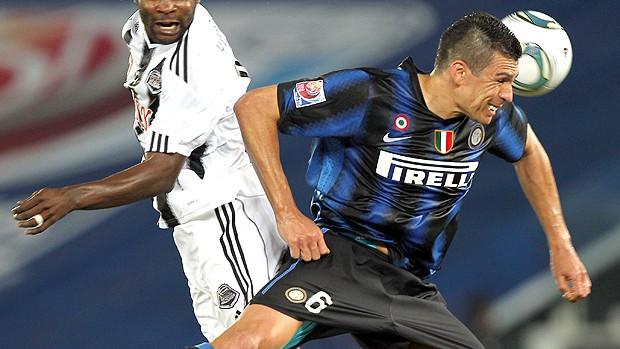 Lucio Inter de Milão x Mazembe (Foto: AFP)