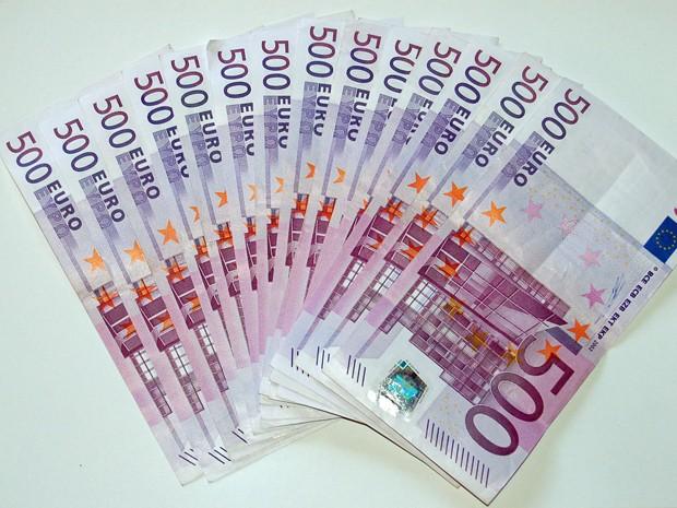 Nota de 500 euros é lilás e tem motivos arquitetônicos do século XX. (Foto: Divulgação)