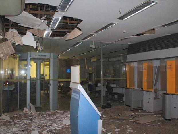 Quadrilha não levou mais que 5 minutos para causar estrago em agência (Foto: Reprodução/Site Bom Jardim MA)