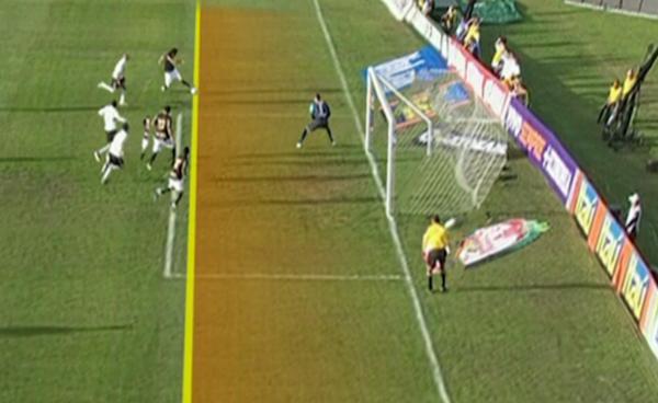 Polêmica Brasileirão Botafogo Coritiba (Foto: Reprodução SporTV)