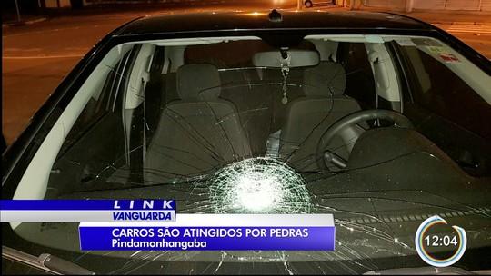 Pedras são atiradas em veículos em túnel em Pindamonhangaba, SP