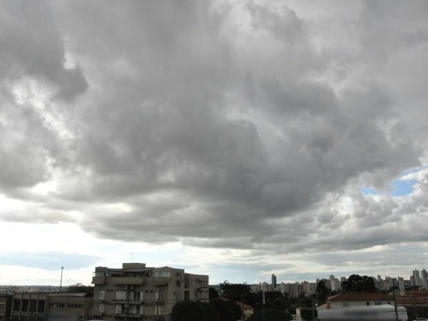 Céu de Campo Grande na tarde desta quarta-feira (1º) (Foto: Adriel Mattos/G1 MS)