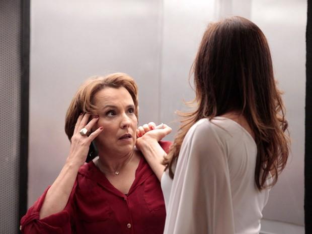 Sem dó nem piedade! Lívia mata Rachel (Foto: Salve Jorge/TV Globo)