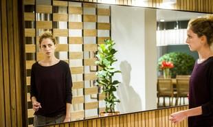 Carol Duarte será uma transexual em 'A força do querer', novela de Gloria Perez que estreia nesta segunda, 3. 'Luto para que o preconceito acabe. As pessoas trans precisam ter voz', diz a atriz. Veja outros personagens transgêneros da ficção | TV Globo