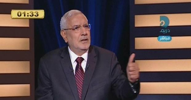 Moheim Abdel Fotouh durante debate contra seu principal rival Amr Mussa, em 10 de maio (Foto: AFP)