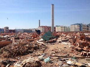 Área destruída durante reintegração de posse na Zona Leste (Foto: Letícia Macedo/ G1)