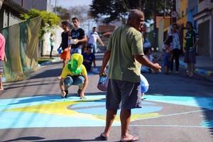 Moradores de rua de Santo André (SP) decoram a via para os jogos (Foto: Arquivo Pessoal)