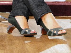Sapatos peep-toe em patchwork com salto colorido (Foto: Encontro com Fátima Bernardes/TV Globo)