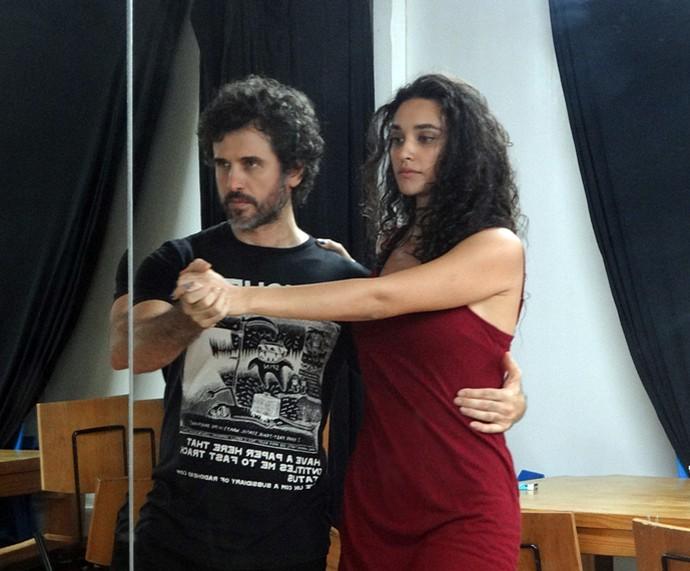 Débora Nascimento e Eriberto Leão fazem aula de tango e arrasam! (Foto: Walter Dhein/Gshow)