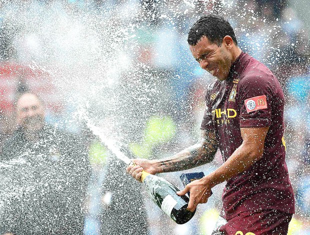 Tevez comemora vit&#243;ria do Manchester City contra o Chelsea (Foto: Reuters)