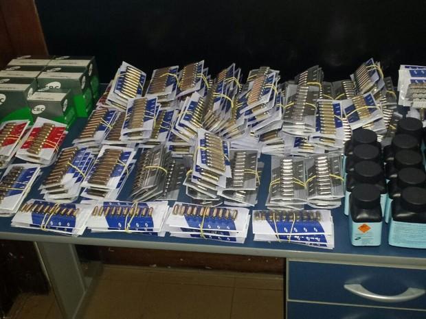 Parte da munição apreendida durante fiscalização (Foto: Polícia Civil/Divulgação)