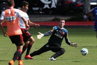 Paulo Vitor e Eduardo da Silva (Foto: Gilvan de Souza/ Flamengo Oficial)
