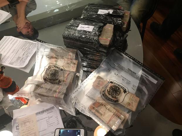 Dinheiro foi apreendido com hacker norte-americano  (Foto: PF/Divulgação)