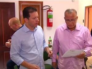 Nelson Marchezan Júnior conversou com policiais (Foto: Reprodução/RBS TV)