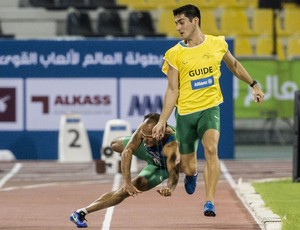 Campeão no Mundial de Lyon, na França, em 2013, Lucas Prado sofreu uma lesão na perna direita e abandonou a prova em Doha, no Catar (Foto: Daniel Zappe/CPB)