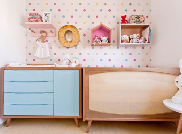 quarto-de-crianca-menina-rosa-colorido-berco-trocador (Foto: Mariana Lima/Divulgação)