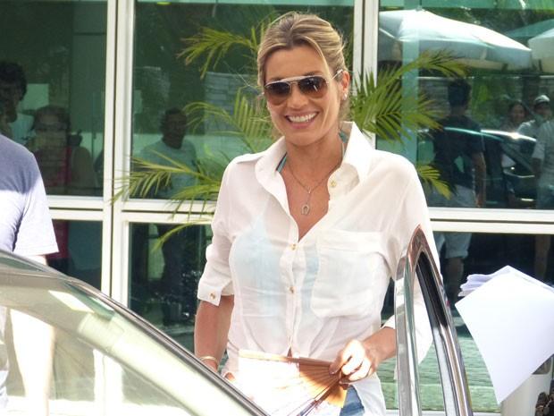Flavia Alessandra marca presença no set (Foto: Salve Jorge/TV Globo)