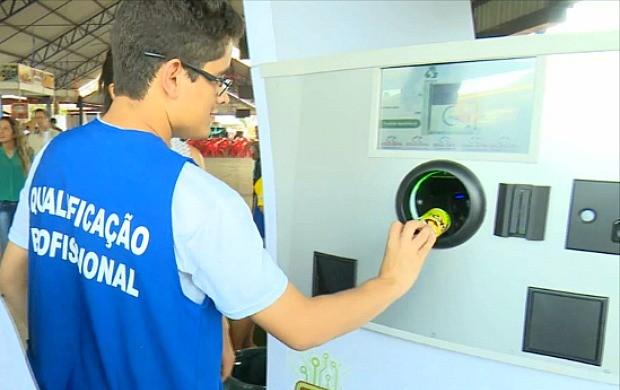 Alunos da Apae de Ji-Paraná participam de projeto de reciclagem (Foto: Bom Dia Amazônia)