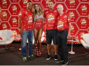 Sabrina Sato ao lado de Cafu, Ronaldo Fenômeno e Zagallo, estrelas do camarote (Foto: Felipe Panfili/ Divulgação)