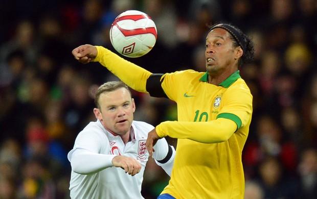 Wayne Rooney e Ronaldinho Brasil x Inglaterra (Foto: Getty Images)