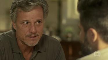 Vittorio aconselha Mario a não se casar com Carol