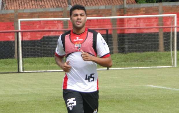 Caio, meia do Atlético-GO (Foto: Divulgação/Atlético-GO)