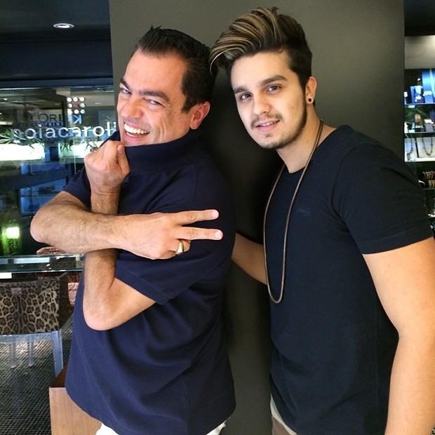 Marco Antônio de Biaggi e Luan Santana em salão de beleza em São Paulo (Foto: Instagram/ Reprodução)