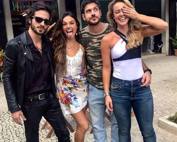 Paolla Oliveira com Isis Valverde, Fiuk e Marco Pigossi (Foto: Reprodução/Instagram)