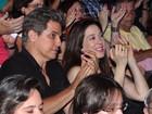 Claudia Raia e Edson Celulari babam juntos pela filha em apresentação