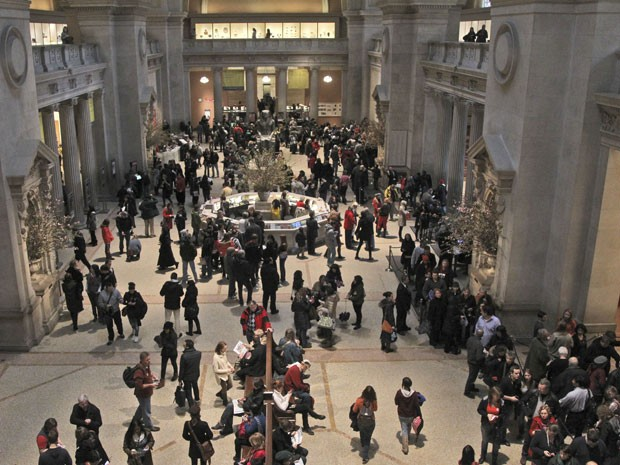 Visitantes na entrada do Metropolitan Museum, em Nova York (Foto: AP Photo/Mary Altaffer)