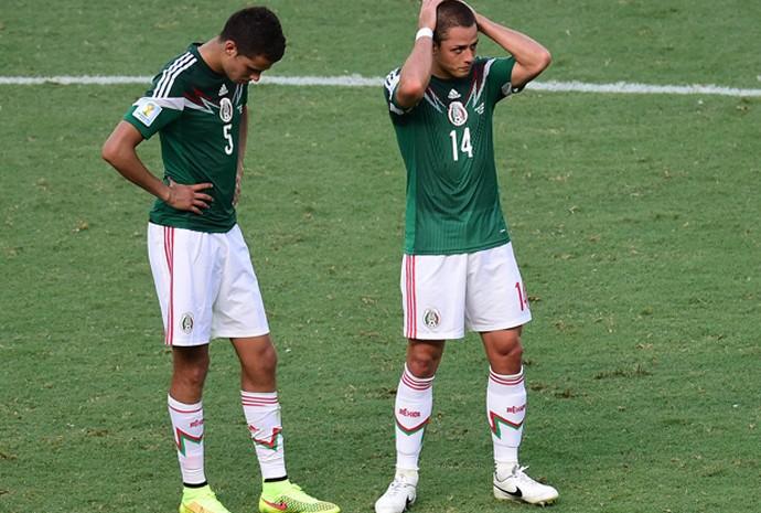 Diego Reyes e Javier Hernandez lamentam virada da Holanda contra o México