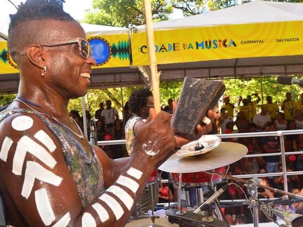 Timbalada puxa o bloco Coruja no Campo Grande (Foto: Enaldo Pinto/Ag. Haack)
