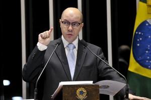 Senador Demóstenes Torres discursa na tribuna do Senado (Foto: Geraldo Magela/Agência Senado)