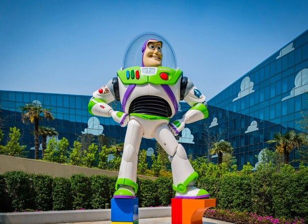 Resultado de imagem para Toy Story na disneylandia china