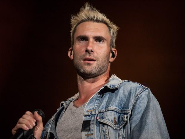 Adam Levine comanda o show do Maroon 5 no estádio do Palmeiras na noite desta quinta-feira (17), em São Paulo (Foto: Fábio Tito/G1)